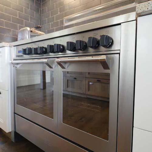 Large cooker in new Waiheke Kitchen